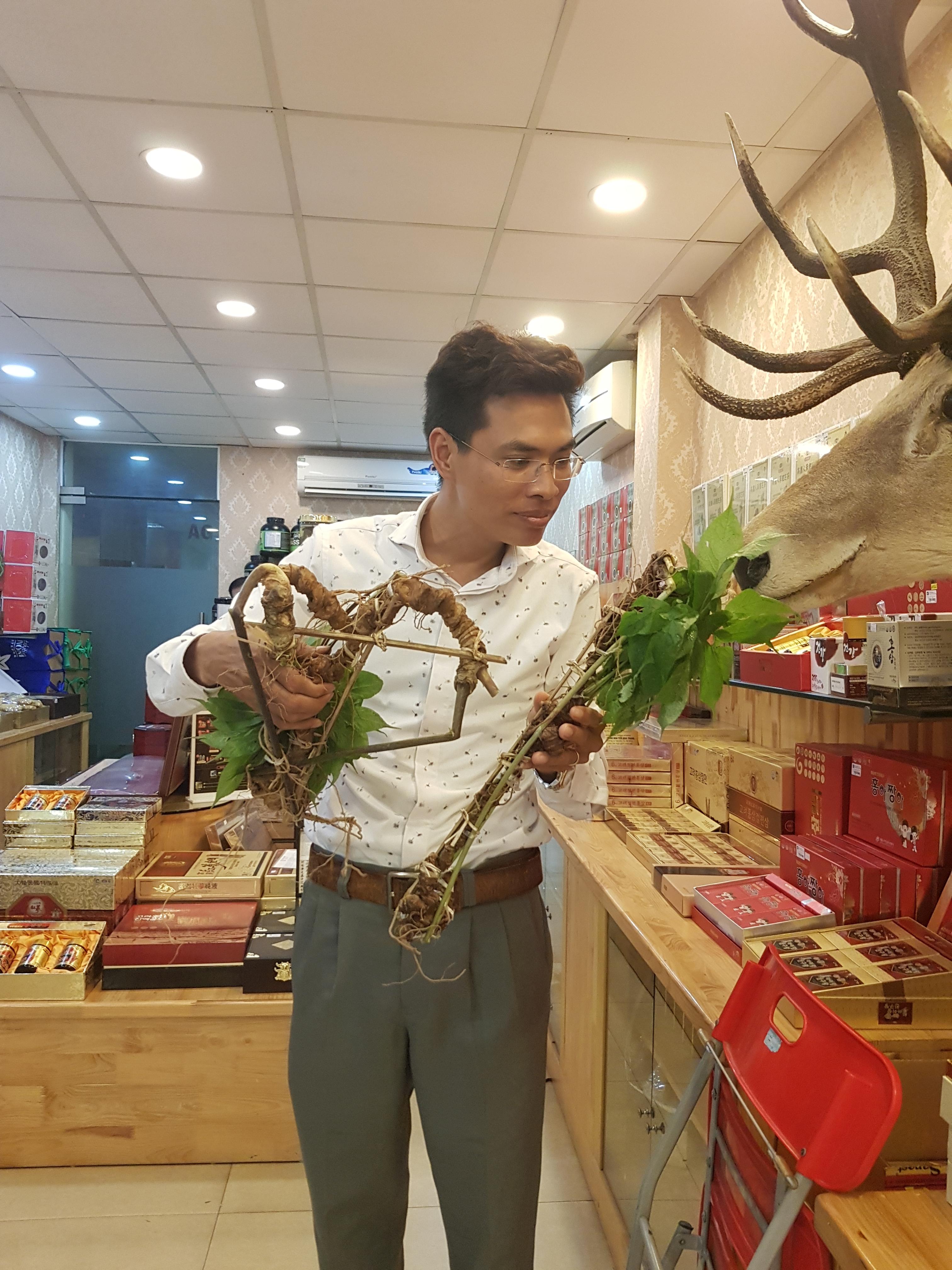Anh Đào Văn Quang - người sở hữu một bộ sâm Ngọc Linh lên tới cả chục tỷ đồng